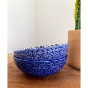 Other - Set of 2 blue ceramic serving bowls